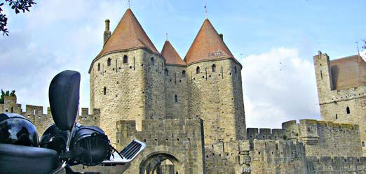 arrêt pour un café à Carcassonne lors ce voyage moto
