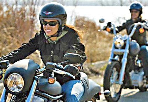 voyage-moto-femme-motarde-france-light-11