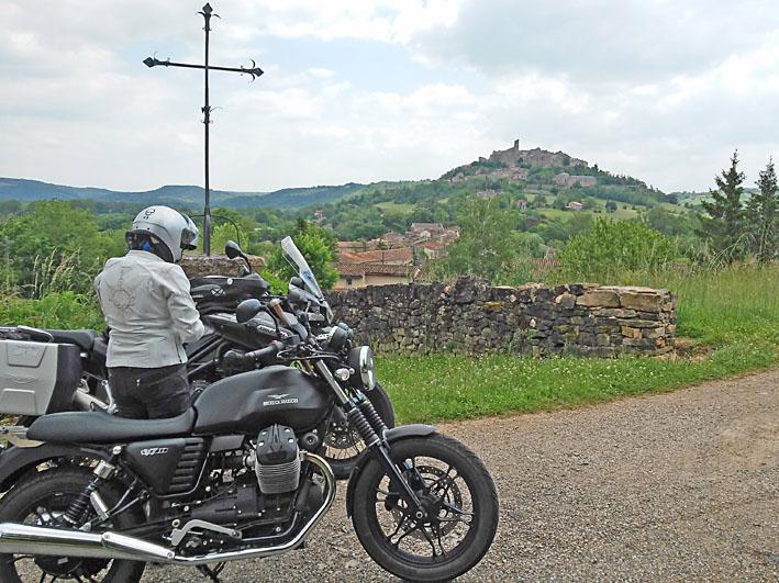 voyage-moto-femme-motarde-france-light-5