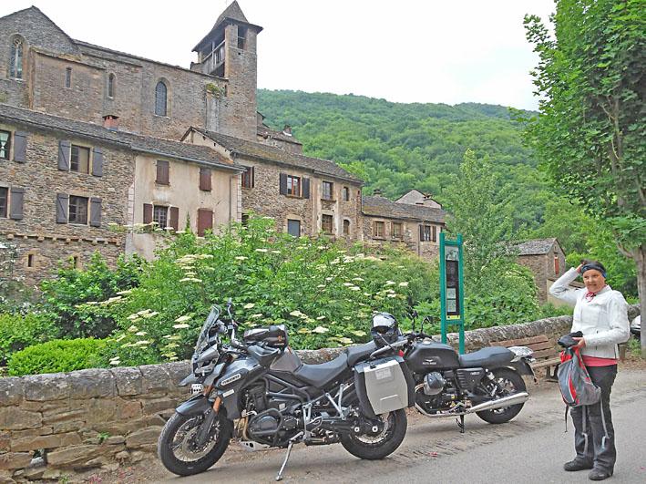 voyage-moto-femme-motarde-france-light-6