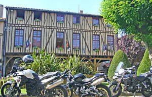 pause café lors de ce voyage moto dans le sud de France