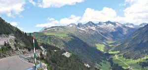 vue panoramique des Pyrénées lors de ce séjour moto