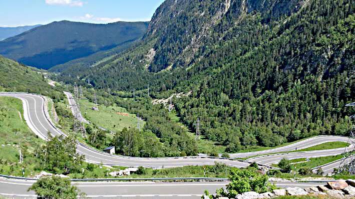 que de virages lors de ce voyage moto accompagné dans les Pyrénées