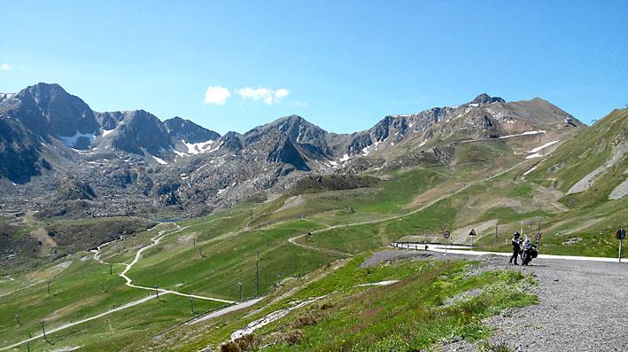 en voyage moto dans les Pyrénées avant le Tourmalet
