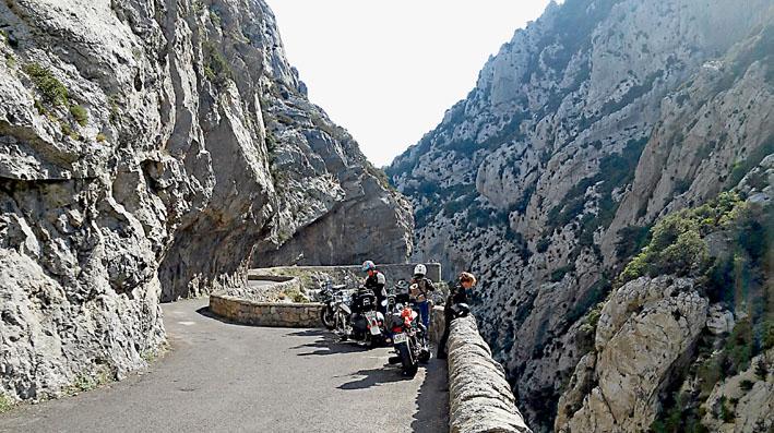 les magnifiques gorges de Galamus à moto lors e ce voyage accompagné Pyrénées catalane