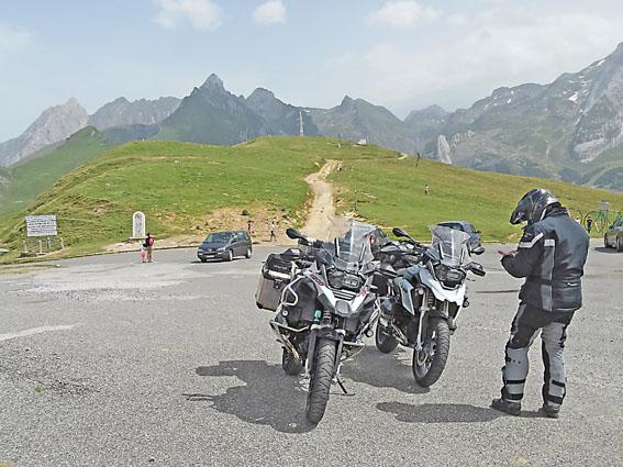 voyage-moto-pyrenees-light-5
