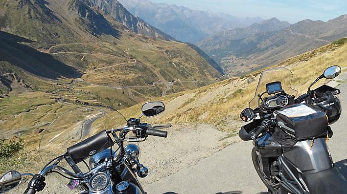 à l'extrémité du Tourmalet lors de ce voyage moto accompagné dans les Pyrénées