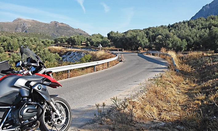 au milieu des oliviers lors de ce voyage moto en Andalousie