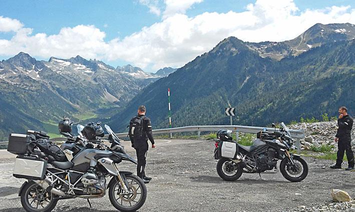 au sommet du Tourmalet Pyrénées lors de ce voyage moto France Espagne