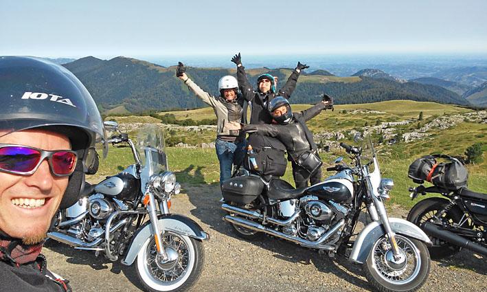 au sommet des Pyrénées Basque lors de ce voyage moto France Espagne