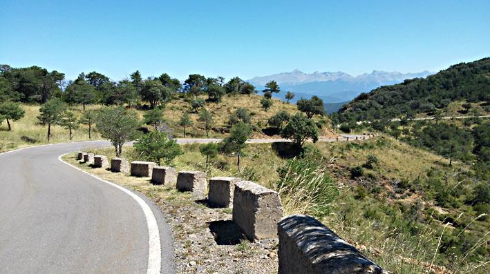 les Pyrénées existent aussi en Espagne en Aragon pour ce voyage moto