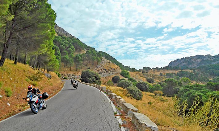 Motorcycle-Tour-Bmw-Travel-Spain-Andalucia-Malaga-Granada-(2)_W