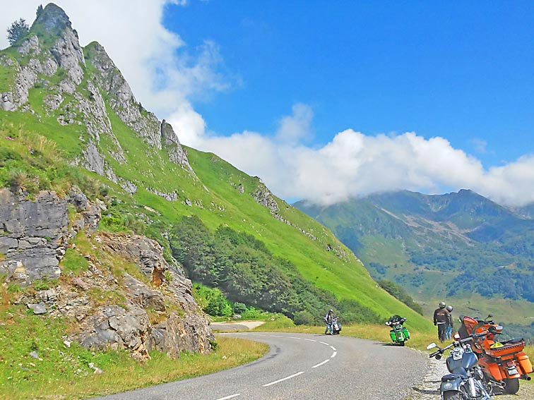 Hedonist-France-Pyrenees-11_Voyage-Moto-Tourmalet_W